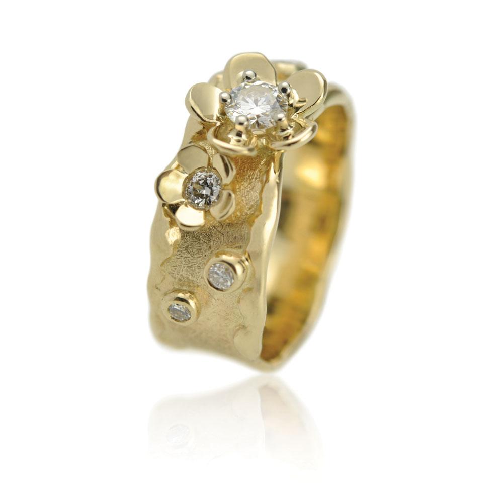 Geelgouden Ring Met Bloemen En Diamanten