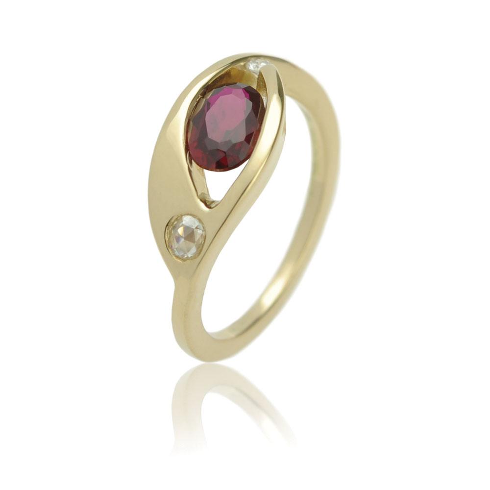 Geelgouden Ring Met Een Robijn En Diamanten De Stenen Heeft De Klant Zelf Aangeleverd