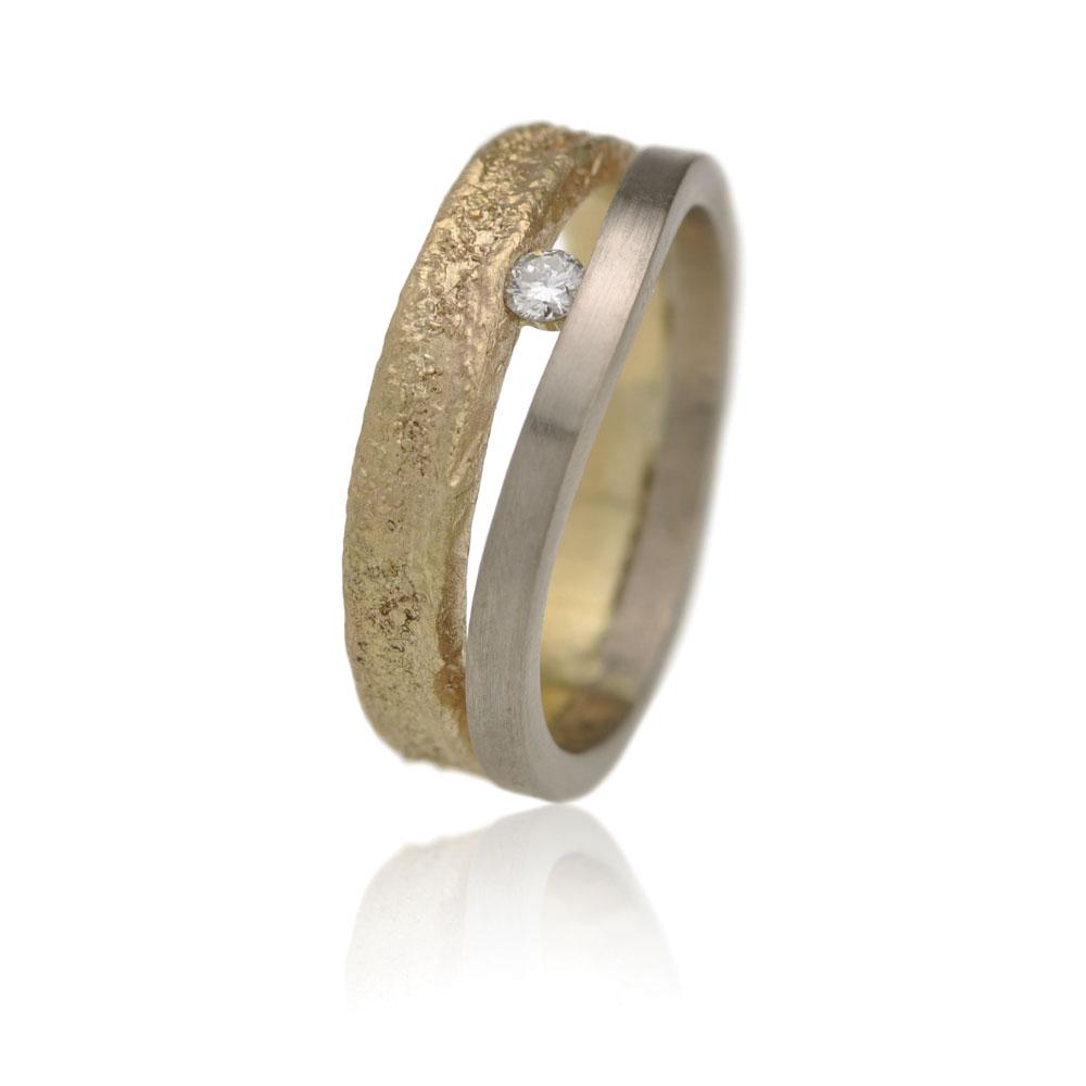 Ring Gemaakt Van Oud Geelgoud En Witgoud En Een Diamant
